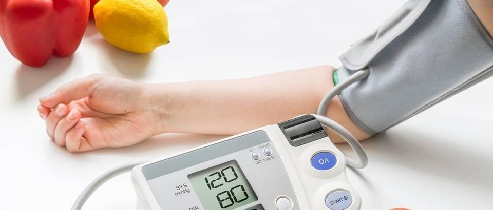 visoki krvni tlak i bol u lice proteina u urinu uzrokuje hipertenzija