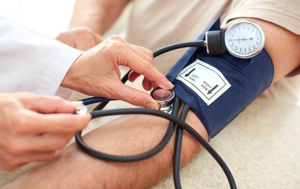 kako hipertenzija utječe na srce hipertenzija masaža terapija