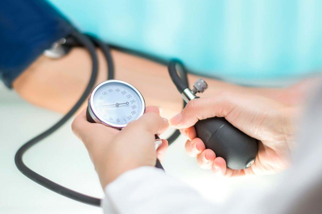 hipertenzija, edemi ispod očiju