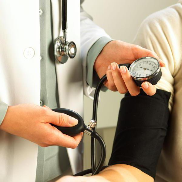 znakove visokog krvnog tlaka na srcu